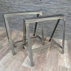 Ce tréteau de table en métal est personnalisable en marquage. Idéal avec un plateau verre. Fabrication Française avec le texte de votre choix.