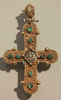 https://flic.kr/p/4wzXuY | V&A- Byzantine cross pendant | 1000-1200 Byzantine Empire, probably Constantinople