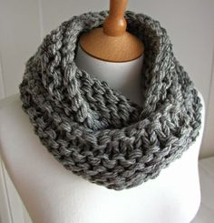 Hand Knitted Things: Steel Grey Chunky Circular Scarf Free Knitting Pattern - this is going on my list of things to knit! Loom Knitting, Knitting Patterns Free, Free Knitting, Crochet Patterns, Free Pattern, Cowl Patterns, Start Knitting, Finger Knitting, Crochet Ideas