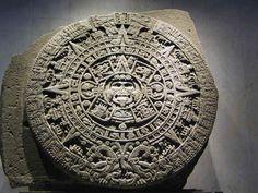 アステカ文明 太陽の暦石(マヤ暦の後)
