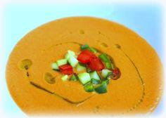 Gazpacho ist eine spanische kalte Suppe aus ungekochtem Gemüse. Sie stammt aus Andalusien. An heißen Sommertagen eine herrlich leichte Sommersuppe.  Ihr benötigt: ♡ 3 Scheiben Weißbrot ♡ 1 kg…