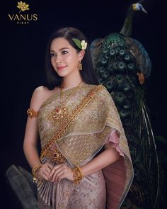Thai Traditional Dress, Traditional Outfits, Traditional Design, Thai Wedding Dress, Wedding Gowns, Wedding Ceremony, Thai Fashion, Women's Fashion, Oriental Dress