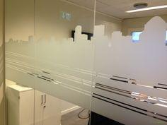 Frostet vindu. Mer info på www.foliexperten.no Kontakt oss på info@foliexperten.no #frostet-Glass #frostet-vindu