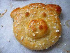 Das perfekte Süßes Quarkgebäck (Glücksschweinchen)-Rezept mit einfacher Schritt-für-Schritt-Anleitung: Mehl und Backpulver miteinander vermischen. In…