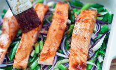 Ovnsbakt laks med hoisinsaus | EXTRA Fish And Seafood, Lchf, Asparagus, Vegetables, Cilantro, Studs, Vegetable Recipes, Veggies