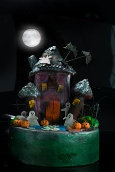 #hauntedhouse #cute #decorated #halloween #spooky #treats #cookies #brownies #cakes #oreos #pumpkins #mummies #monsters and much more from #oushe #gourmet #bakeshop #dubai #uae www.oushe.com 043850011