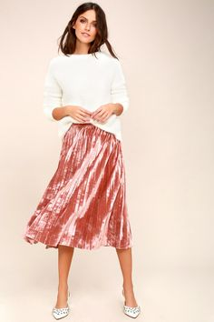 Feel like the bell of the ball in the Hathaway Blush Pink Velvet Pleated Midi Skirt! Ultra soft velvet falls from a high-waist, into elegant accordion pleats, and a flaring midi silhouette. Hidden side zipper/clasp.