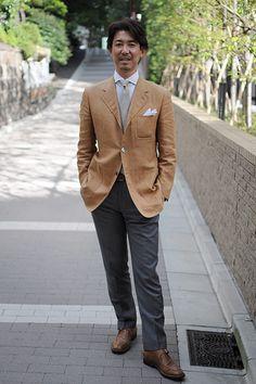 シャツの着こなし・コーディネート│ozie ビズポロ(ニット生地使用シャツ) ホリゾンタルカラー+リネンシルクのネクタイ+リネン ポケットチーフ+リネン100%のジャケット+ウールパンツ