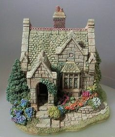 Clay Houses, Ceramic Houses, Home Crafts, Diy And Crafts, Arts And Crafts, Miniature Fairy Gardens, Miniature Houses, Christmas Villages, Christmas Home