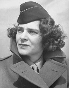 Margaret Bourke-White, pionera del fotoperiodismo, fotografa de guerra y defensora de los derechos de la mujer.