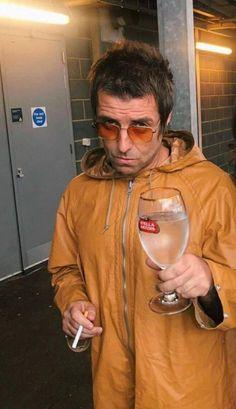 Liam Gallagher Oasis, Noel Gallagher, Fes, Oasis Band, Liam And Noel, Beady Eye, Damon Albarn, Britpop, Aesthetic Indie