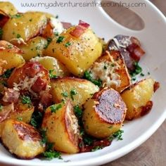 oven roasted potatoes with bacon and grated cheese food-for-thought Think Food, I Love Food, Good Food, Yummy Food, Potato Dishes, Food Dishes, Side Dishes, Red Potato Recipes, Main Dishes