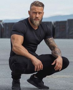 25 Best Long Beard Styles That Popular Nowadays - Wass Sell Bald sideways with comb over and thick beard Bald to the side with a long, thick beard Bald to the side with neat hair and a well-groomed beards Hairstyle combed back with a long straight blond Long Beard Styles, Hair And Beard Styles, Long Hair Styles, Beards And Hair, Handsome Men Quotes, Handsome Arab Men, Scruffy Men, Bald With Beard, Thick Beard