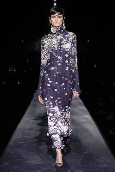 Givenchy Fall 2019 Ready-to-Wear Fashion Show Collection: See the complete Givenchy Fall 2019 Ready-to-Wear collection. Look 9 Trendy Dresses, Fall Dresses, Sexy Dresses, Beautiful Dresses, Fall Outfits, Couture Fashion, Runway Fashion, Net Fashion, Floral Fashion