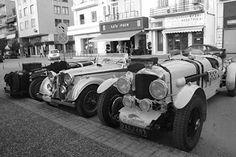Παλιά αυτοκίνητα αντίκες στην Ηγουμενίτσα συγκέντρωσαν τα βλέμματα όλων