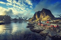 Norway Facts for Kids: Reine, Lofoten Islands Lofoten Islands: visit the Trollfjord and join nature safaris or see the northern lights Lillehammer: Go skiing or snowboarding in one of the oldest ski resorts in Norway Visit any of the fjord such as the popular Geirangerfjord, Hardangerfjord or Sognefjord
