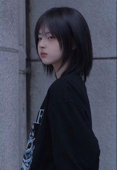 Cute Girl Face, Cute Girl Photo, Tomboy Hairstyles, Trendy Hairstyles, Shot Hair Styles, Curly Hair Styles, Cut My Hair, Hair Cuts, Japonese Girl