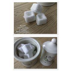 Pour 24 pastilles ( 2.10€) soit 0,08€/pce Huiles essentielles : – 30 gouttes d'HE de lavande – 30 gouttes d'HE de menthe...