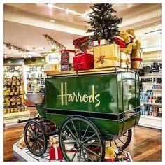 Harrods of London Driving Home For Christmas, Christmas Shopping, Christmas Home, Christmas Design, London England Travel, London Travel, Harrods Gifts, Harrods Christmas, Big Ben Clock