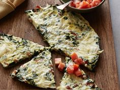 bacon frittata Kale and Bacon Frittata Cooking Channel serves up this Kale and Bacon Frittata recipe from Bobby Deen plus many other recipes at Kale and B Bacon Recipes, Raw Food Recipes, Brunch Recipes, Food Network Recipes, Cooking Recipes, Kale Recipes, Egg Recipes, Delicious Recipes, Dessert Recipes
