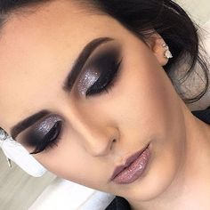 46 Stunning Makeup Ideas For Daily You Can Try 46 Stunning Makeup Ideas For Daily You Can TryBeing addicted to makeup isn't necessarily a terrible thing, provided that the addiction doesn Glam Makeup, Love Makeup, Makeup Inspo, Makeup Inspiration, Hair Makeup, Awesome Makeup, Simple Makeup, Smokey Eye Makeup, Eyeshadow Makeup