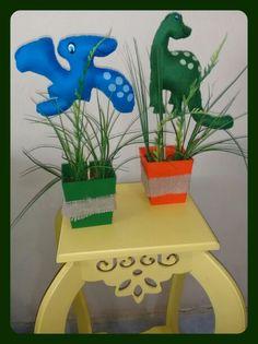 Arte em feltro Centro de mesa Tema - Dinossauros.