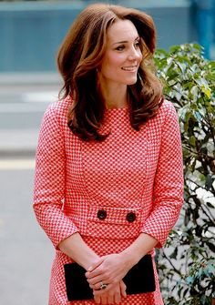 Kate Middleton, Duchess of Cambridge and Prince William visit mentoring project… Kate Middleton 2016, Kate Middleton Et William, Style Kate Middleton, Kate Middleton Photos, Princesa Real, Princesa Kate Middleton, Prince William And Catherine, Royal Fashion, Duke And Duchess