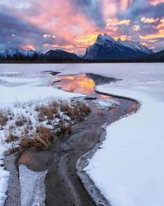 ***Vermilion Lakes and Mt Rundle (Banff, Alberta) by Simon Ennals Photography (@simonennalsphotography) on Instagram ❄️c.