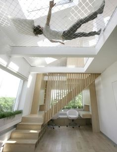 Insanely Clever Remodeling Ideas For Your New Home Have extra tall ceilings? Stretch a ceiling hammock across it.Have extra tall ceilings? Stretch a ceiling hammock across it. Deco Design, Design Case, Future House, Interior Architecture, Interior And Exterior, Interior Ideas, Installation Architecture, Modern Interior, Interior Decorating