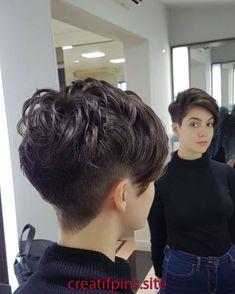 99 Modern Pixie Haircut Ideas For Summer Trends 2019 Short Hair With Layers, Short Hair Cuts, Work Hairstyles, Straight Hairstyles, Sassy Hair, Short Pixie Haircuts, Hair Shows, Look Chic, Hair Inspiration