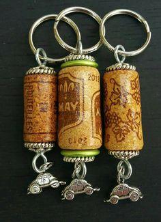 Wine Cork Jewelry, Wine Cork Art, Wine Bottle Art, Wine Corks, Wine Bottle Crafts, Wine Bottles, Wine Craft, Wine Cork Crafts, Wine Cork Ornaments