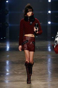 Donatella Versace tem contado com uma ajuda bem instigante na Versus, a sua marca jovem.