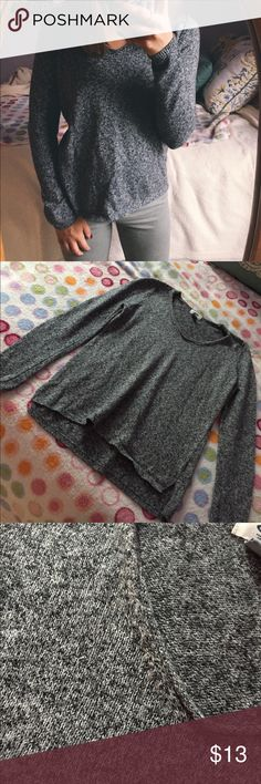 Old Navy Heathered Grey V-Neck Pullover item info // + fits true to size  + 58% cotton 27% acrylic 15% polyester  + perfect for fall and layering   closet info //  + 10% off bundles automatically  + all offers welcome Old Navy Sweaters V-Necks