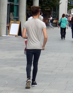 guys in adidas shorts / leather Boys Jeans, Jeans Fit, Ripped Jeans, Spray On Jeans, Adidas Shorts, Men Street, Super Skinny Jeans, Mens Fitness, Tights