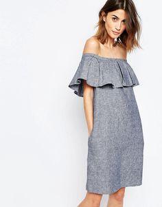 Imagen 1 de Vestido de mezcla de lino con cuello bardot y volantes de Warehouse