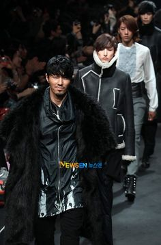 cha seung won --- Song Ji Oh's 2011 FW collection  (looks like lee soo hyuk behind him)