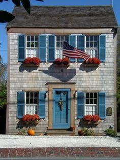Nantucket cottage, island living in posh surroundings!