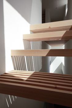 Image 12 of 29 from gallery of House in Yamanote / Katsutoshi Sasaki + Associates. Courtesy of Katsutoshi Sasaki + Associates Architecture Details, Interior Architecture, Interior Design, Escalier Design, Stair Handrail, Floating Stairs, Wood Stairs, Open Stairs, Stair Steps