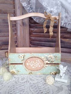 Baskets, Boxes for handmade. Combined, the decor for the interior, basket Decoupage Furniture, Furniture Projects, Painted Furniture, Wood Projects, Decoupage Vintage, Decoupage Box, Wood Crafts, Diy And Crafts, Old Tool Boxes