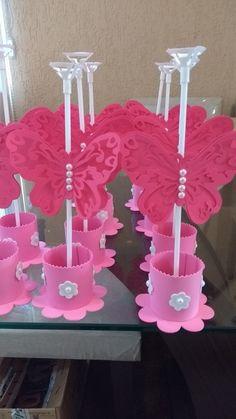 Centro de mesa borboleta,cachepô de EVA com florzinhas e detalhes em pérola,suporte de balão e uma borboleta dupla de scrap 180g com 13 cm de largura, detalhes em pérolas.cores opcionais,fale com vendedor.