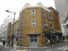 渡邊ビル・・・・・・・・・・浜松町駅前のレトロな帝冠様式のビル。昭和6年(1931)に竣工。