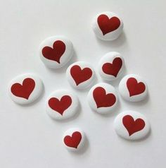 Creative diy painting rock for valentine decoration ideas 51 Heart Painting, Pebble Painting, Pebble Art, Stone Painting, Diy Painting, Valentine Decorations, Valentine Crafts, Valentines, Rock Painting Ideas Easy