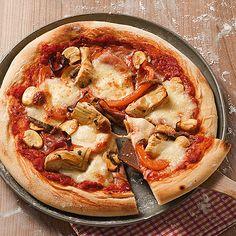 Natürlich kann die Pizza auch variiert werden: Machen Sie den gleichen Teig und die gleiche Sauce und ändern Sie dann nach Herzenslust den Belag.