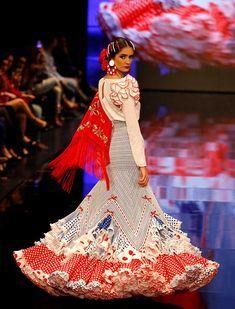 SIMOF 2018: el desfile de José Galvañ, en fotos / J.M. Serrano / Vanessa Gómez Flamenco Costume, Flamenco Dancers, Dance Costumes, Flamenco Dresses, Spanish Dress, Spanish Dancer, Fashion Figures, Indian Designer Wear, Ballet
