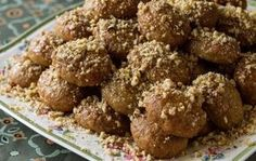 Aki's Greek Christmas Honey Cookies- Melomakarona - by Greek chef Akis Petretzikis. Wonderful aromatic, spiced cookies with honey that are like little cakes! Greek Cookies, Honey Cookies, Spice Cookies, Italian Cookies, Cake Cookies, Greek Sweets, Greek Desserts, Greek Recipes, Melomakarona Recipe