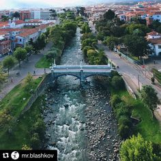 #Repost @mr.blashkov   I can only dwell on Super Bowl Sundays back in Texas where the leading cause of anger is football but it was okay we all enjoyed it.  This is our home now and no one talks football. Enjoy our current Cuenca Ecuador view and Go Eagles!  -  Todavia recuerdo los partidos de finales de football  en casa en Texas pero aqui ese no es el tema de conversacion de nadie.  Esta es nuestra vista al momento muy tranquilo extrañamos los partidos. Go Eagles . . #cuencaecuador #cuenca…