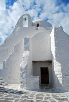 The Church of Panagia Paraportiani is the most popular & most photographed of the 400 churches of Mykonos. What makes it so unique is that it actually consists of 5 small churches that were built one on top or next to the other