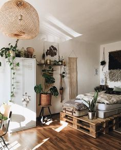 8 Cheerful Clever Hacks: Minimalist Living Room Boho Rugs minimalist home interior japanese style.Cozy Minimalist Home Beams minimalist decor plants living rooms.Boho Minimalist Home Colour. Shared Rooms, Room Goals, Aesthetic Bedroom, Home And Deco, House Rooms, Living Rooms, Home Interior Design, Home Design, Modern Interior