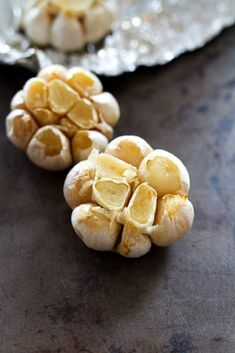 How to make delicious roasted garlic and how to use it in healthy cooking. Spoiler: it adds a ton of flavor without a ton of extra calories!
