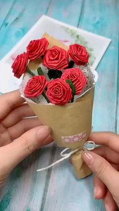 Paper Flowers Craft, Paper Crafts Origami, Scrapbook Paper Crafts, Flower Crafts, Paper Crafting, Rose Crafts, Diy Paper Roses, Paper Flowers How To Make, Crepe Paper Crafts